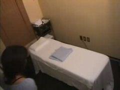 Asiatin bei erotischer Massage