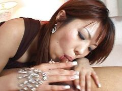 Asiagirl gibt einen Blowjob für die Facial Besamung