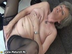 feuchter Oma-Sex