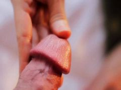 Rothaarige Tussi beim Penis lutschen